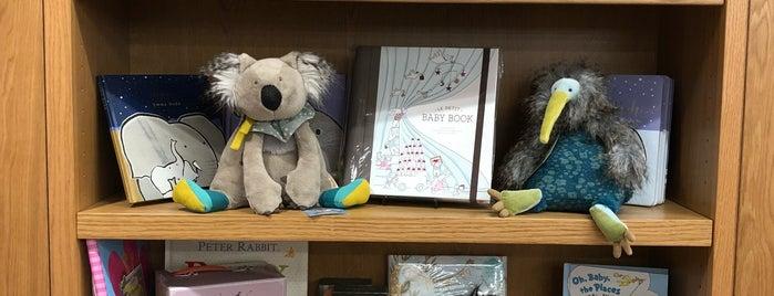 Kidsbooks Kitsilano is one of Tempat yang Disukai pixarina.