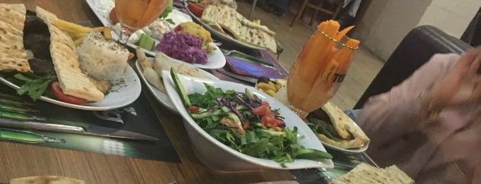 Hanzade Cafe/Restaurant is one of สถานที่ที่ Melike ถูกใจ.