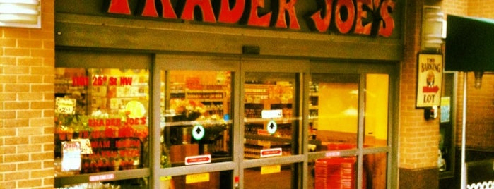 Trader Joe's is one of Lugares favoritos de Nadia.