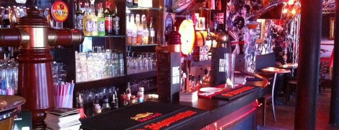 Plug In Café - Le Pub de la Butte is one of Locais curtidos por iKangaroo.