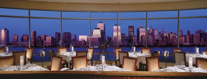 Hyatt Regency Jersey City On The Hudson is one of สถานที่ที่ Ajay ถูกใจ.