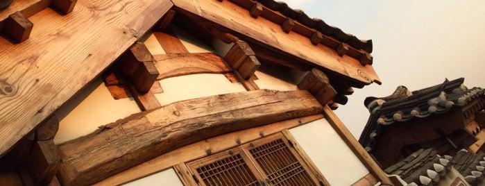 Bukchon Hanok Village is one of Angelika'nın Beğendiği Mekanlar.