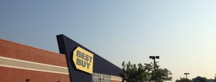 Best Buy is one of Orte, die Chrissy gefallen.