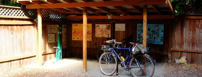 Hawthorne Youth Hostel is one of Best of Portland by Bike.
