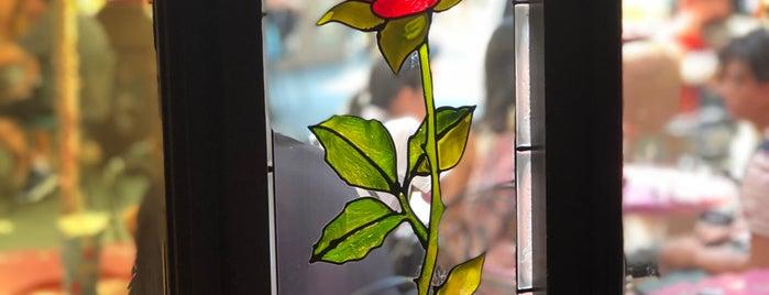 Red Rose Taverne is one of Tempat yang Disukai Julia.
