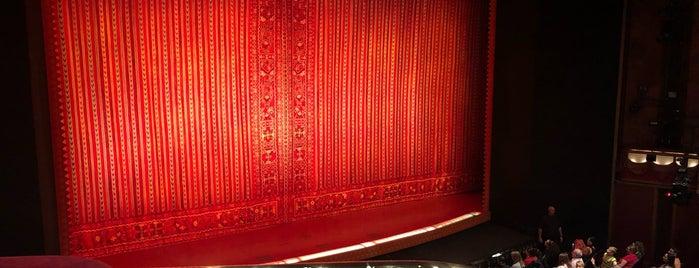 Prince Edward Theatre is one of Julia 님이 좋아한 장소.