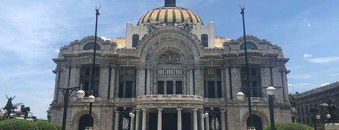 Palacio de Bellas Artes is one of Tempat yang Disukai Julia.