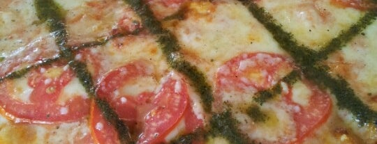 Lucky Luciano's Pizza is one of Jimmy 님이 좋아한 장소.
