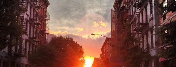 Clinton Street is one of NEW YORK CITY : Manhattan in 10 days! #NYC enjoy.
