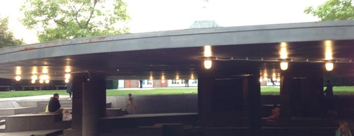 Serpentine Pavilion 2011 - 2012 is one of Kirilさんの保存済みスポット.