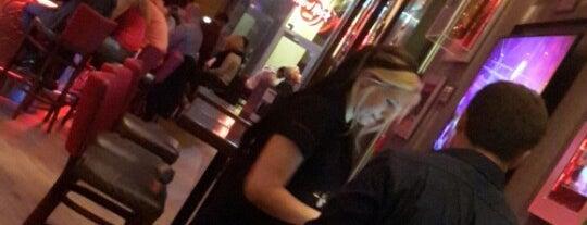 Hard Rock Cafe is one of สถานที่ที่ Sibel ถูกใจ.
