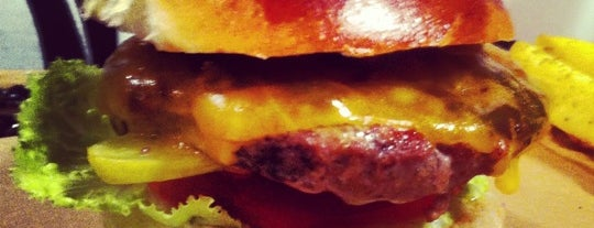 İzi Burger is one of Locais curtidos por Ozgita.