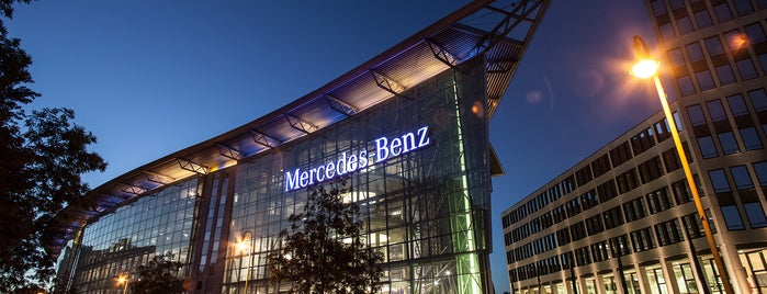 Mercedes-Benz Berlin is one of Lieux qui ont plu à Erwan.