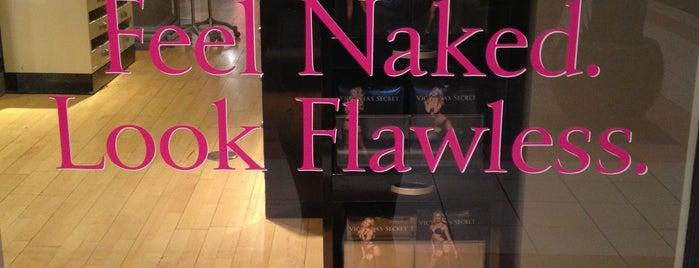 Victoria's Secret PINK is one of Orte, die Caitlin gefallen.