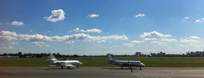 Злітно-посадкова смуга аеропорту «Київ» is one of I V A N 님이 좋아한 장소.