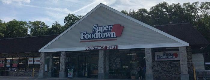 Super Foodtown of Croton is one of Tempat yang Disukai Kevin.