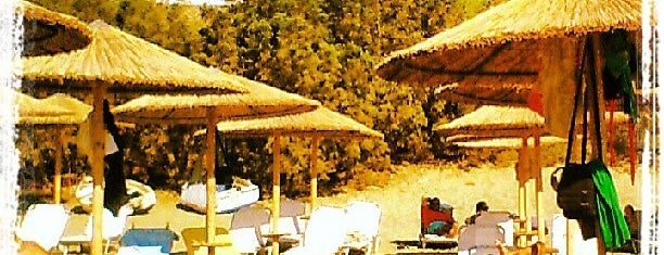 Kolympithra Beach is one of Τήνος.