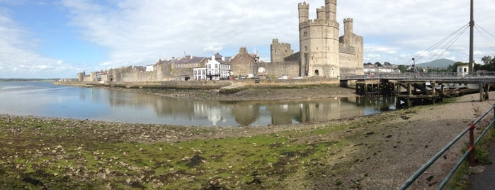 Castillo de Caernarfon is one of Lugares favoritos de Carl.