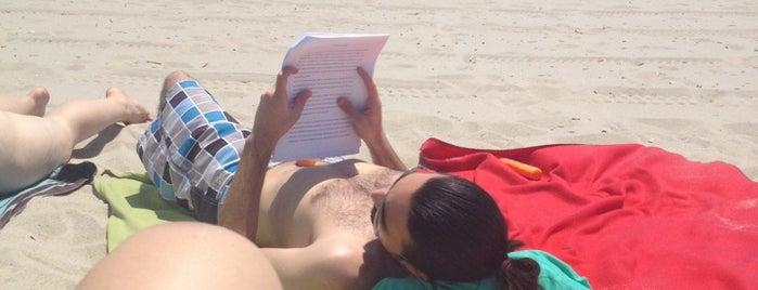 Beach is one of Tempat yang Disukai Suzanne.