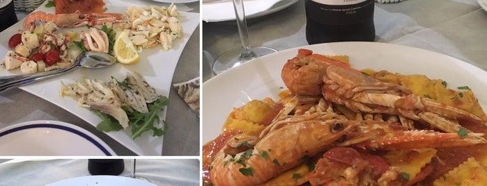 La Tavernetta Sul Mare is one of Locais curtidos por Julia.