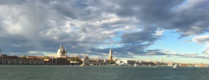 เวนิส is one of สถานที่ที่ Julia ถูกใจ.