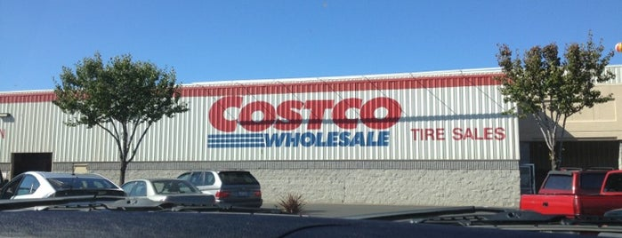 Costco is one of Lugares favoritos de Tyler.
