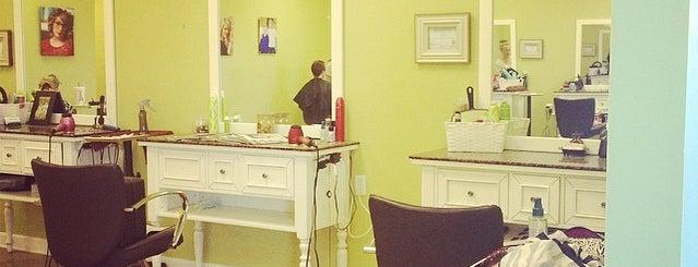 Vanity Hair Salon is one of Orte, die Kelly gefallen.