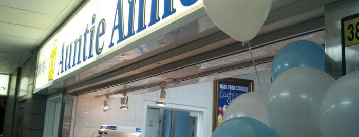 Auntie Anne's is one of Locais curtidos por Ernesto.