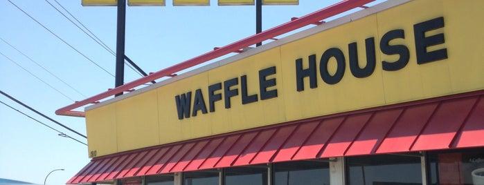 Waffle House is one of สถานที่ที่ Raul ถูกใจ.