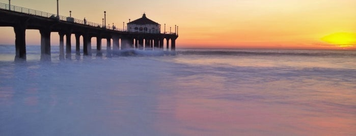 Manhattan Beach Pier is one of Tempat yang Disukai Fernando.