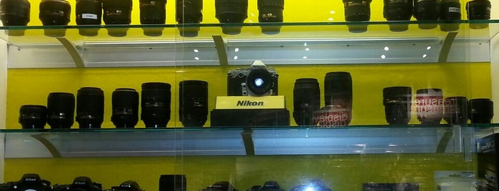 Mike's Camera is one of Lugares favoritos de Hiroshi ♛.