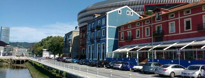Astillero Euskalduna is one of Terrazas de Bilbao.