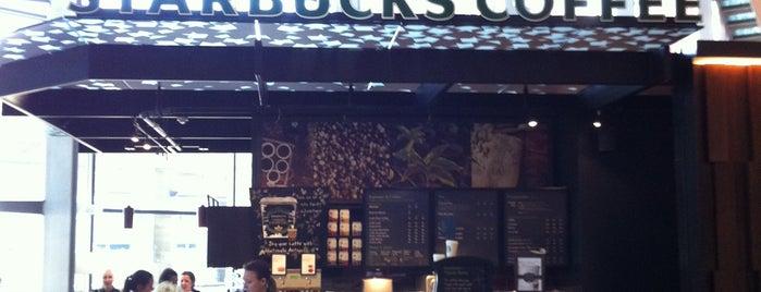 Starbucks OSL Landside Departures is one of Orte, die Yunus gefallen.