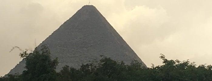 Piramidi di Giza is one of Posti che sono piaciuti a Emilio.