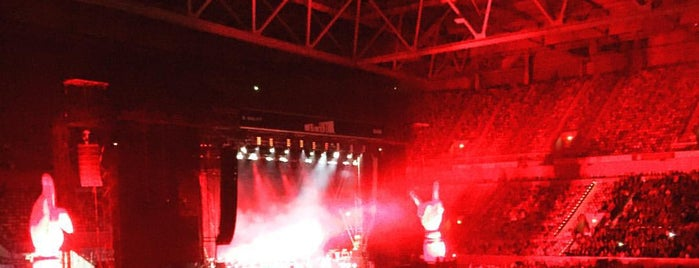 Platinum Club ESPRIT Arena is one of Tempat yang Disukai Volker.