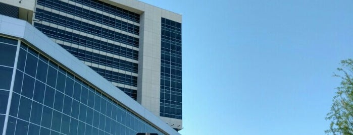 UT Southwestern Medical Center - New Hospital is one of Chrisさんのお気に入りスポット.