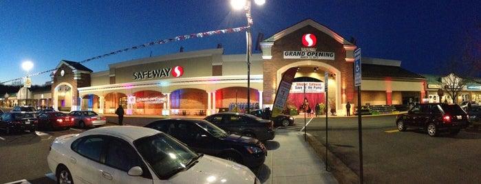 Safeway is one of Lugares favoritos de Terri.