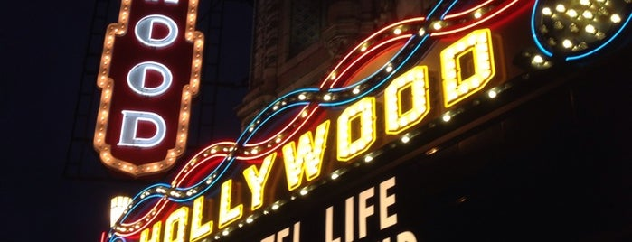 Hollywood Theatre is one of Posti che sono piaciuti a Nicole.
