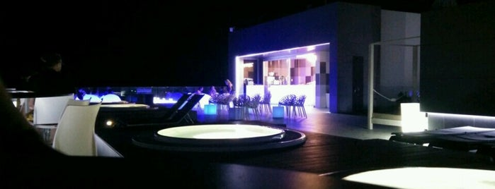 Blue Sky Bar is one of Lieux qui ont plu à Rafael.