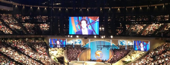 Lakewood Church is one of Locais curtidos por ESTHER.