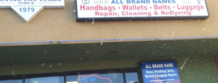 Mike's Shoe Repair is one of Lugares favoritos de Jerry.
