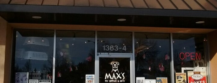 Max's Pet Supplies is one of Tempat yang Disukai Claudio.