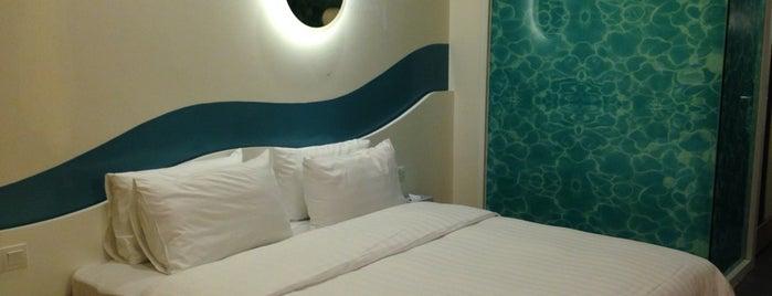 Oceania Hotel is one of Orte, die Luke gefallen.