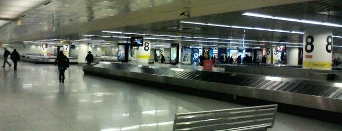 "Flughafen Lissabon ""Humberto Delgado"" (LIS) is one of สนามบินนานาชาติ (1)."