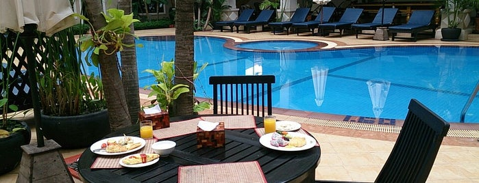 Angkor Holiday Hotel is one of Lieux qui ont plu à Deniz.