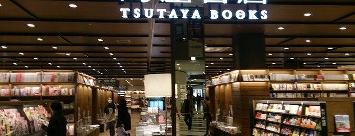 Tsutaya Books is one of สถานที่ที่ al ถูกใจ.