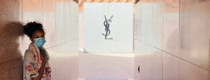 Musée Yves Saint Laurent is one of สถานที่ที่ Aslı ถูกใจ.