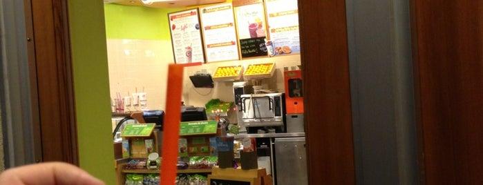 Jamba Juice Downtown Bellevue is one of Tempat yang Disukai Kalyan.