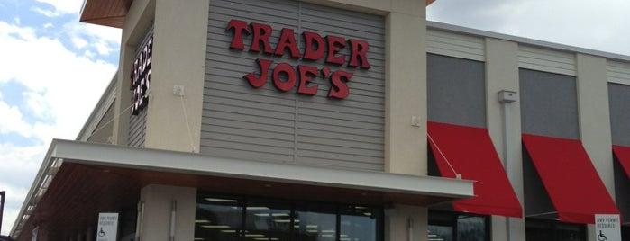 Trader Joe's is one of Locais curtidos por Gavin.