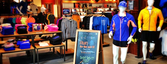 The North Face Crabtree Valley Mall is one of Locais curtidos por Kyle.